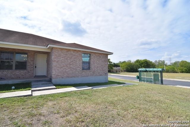 7202 Montgomery Rd - San Antonio, TX 78239