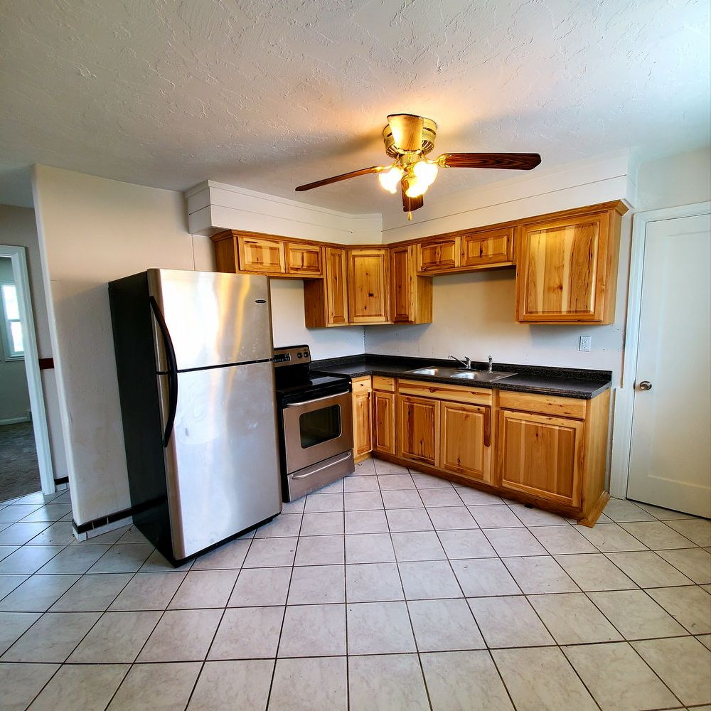 Home Rental Websites: 301 E 18th St #3Idaho Falls, ID 83404-6028